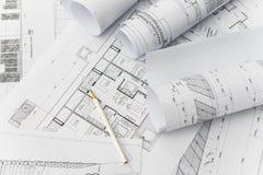 Белый карандаш на архитектурноакустическом для чертежей конструкции Стоковая Фотография RF