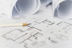 Белый карандаш на архитектурноакустическом для чертежей конструкции Стоковая Фотография