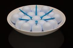 Белый керамический шар вполне шаров для игры в гольф стоковые фотографии rf