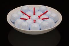 Белый керамический шар вполне шаров для игры в гольф стоковое изображение rf