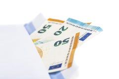 Белый конверт с вполне банкнот евро на белой предпосылке Концепция коррупции и взяточничества Стоковое Изображение