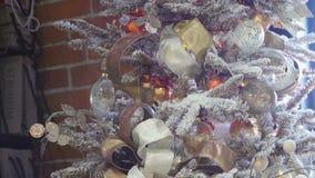 Белый конец-вверх рождественской елки Красивые украшения акции видеоматериалы