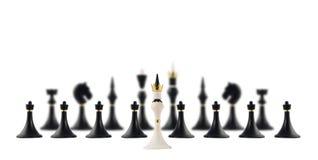 Белый король шахмат напротив черноты одни Стоковые Фотографии RF