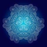 Белый круговой орнамент на голубой предпосылке Стоковые Фотографии RF