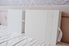 2 белый классический фотоальбом 30x30 и 30x40 Стоковое Изображение RF