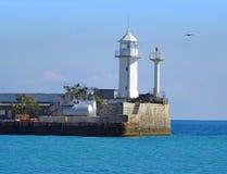 Белый маяк пункта голубя с голубым небом Стоковая Фотография