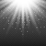 Белый накаляя светлый взрыв взрыва на прозрачной предпосылке Яркое украшение влияния пирофакела с sparkles луча и Стоковая Фотография