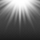 Белый накаляя светлый взрыв взрыва на прозрачной предпосылке Яркое украшение влияния пирофакела с sparkles луча Стоковое Фото