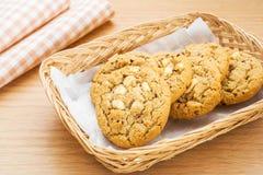 Белый обломок шоколада с печеньем поленики в корзине Стоковое Фото