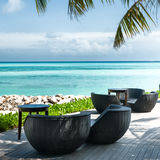 Белый песок, loungers солнца в Мальдивах Стоковые Изображения RF