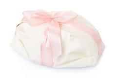 Белый подарок присутствующий с розовой лентой сатинировки Стоковые Изображения