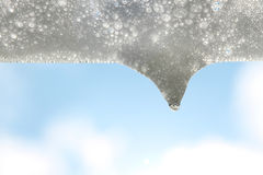 Белый пузырь мыла и падение в солнечности Стоковое фото RF