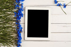 Белый планшет с пустым экраном Стоковые Фотографии RF