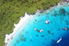 Белый пляж медового месяца Sandy на виде с воздуха острова Similan сверху Andaman, Таиланд Перемещение, лето, каникулы и Стоковые Изображения