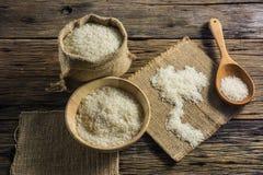 Белый рис жасмина Хороший рис Таиланд на старых деревянных столах Стоковые Изображения
