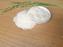 Белый рис на деревянной черной земле Стоковая Фотография RF
