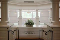 Белый роскошный вход Hall стоковая фотография rf