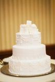 Белый свадебный пирог стоковое изображение rf