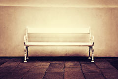 Белый сиротливый стенд Стоковая Фотография