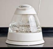 Белый стеклянный чайник Стоковые Изображения