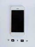 Белый умный телефон, поднос карточки sim и малая бумага сымитированные как Стоковая Фотография RF