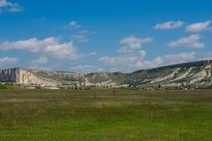 Белый утес в Крыме Белый камень против облачного неба Стоковое Изображение