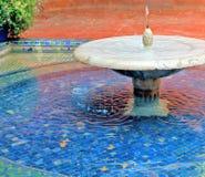 Белый фонтан стоковые изображения rf