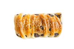 белый хлеб sesami и изюминок на белой древесине , путь клиппирования inc стоковое изображение