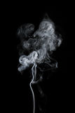 Белый дым изолированный на черноте стоковая фотография rf