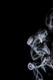 Белый дым на черной предпосылке, белый дым на черной предпосылке, предпосылке дыма, белой предпосылке чернил, предпосылке дыма, b Стоковые Фотографии RF