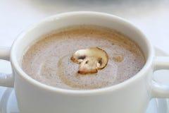 Белый tureen фарфора с супом сливк champignon Стоковое Фото