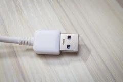Белый usb 3 0 кабелей с микро- соединителем b Стоковая Фотография