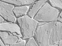 Белым стена треснутая цветом реальная каменная стоковое фото