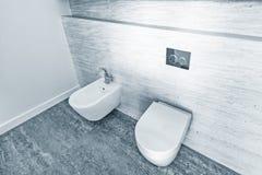2 белых закрытых шара туалета Стоковое Изображение