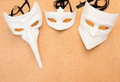 3 белых маски на предпосылке пробочки деревянной Стоковые Фотографии RF