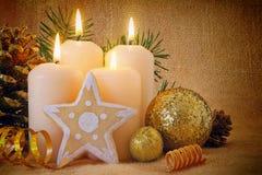 4 белых свечи пришествия Стоковые Фотографии RF