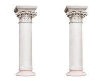 2 белых столбца в классическом стиле изолированного на белом backg Стоковое Изображение