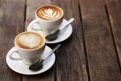 2 белых чашки капучино Стоковая Фотография
