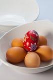 2 белых шары и пасхального яйца Стоковое Изображение RF