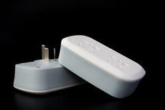 2 белых электророзетки с switiches на черноте Стоковые Изображения RF