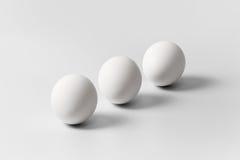 3 белых яичка аранжированного раскосно Стоковое фото RF
