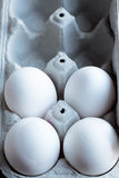 4 белых яичка в коробке Стоковые Фотографии RF