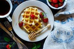 бельгийские waffles клубник Стоковая Фотография