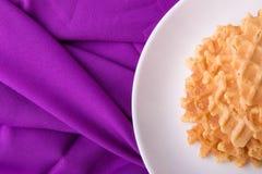 Бельгийские waffles на белой плите на фиолетовой предпосылке Взгляд сверху скопируйте космос Стоковые Изображения