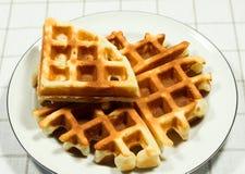 Бельгийские waffles на белой плите Стоковое Изображение