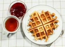 Бельгийские waffles на белой плите Стоковая Фотография