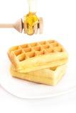 Бельгийские waffles на плите и меде Стоковое Изображение