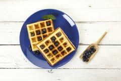 Бельгийские waffles с голубиками, взгляд сверху Стоковое Фото