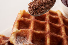 Бельгийские waffles с заскрежетанным шоколадом Стоковое фото RF