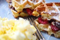 Бельгийские waffles с плодоовощ Стоковые Фотографии RF